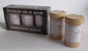 bedrukte doos voor specerijen potjes peper kaneel nootmuskaat