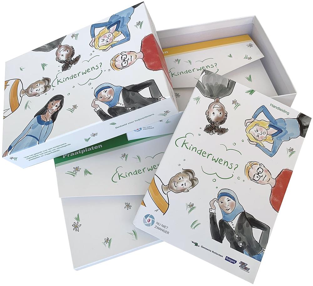 Een doos met praatplaten, gevoelens en behoeften kaarten